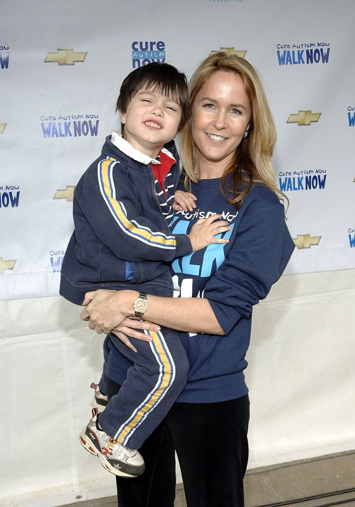 Erin Murphy con su hijo Parker en el CURE Autism Now 4th 4th Annual Walk. | Fuente: Getty Images