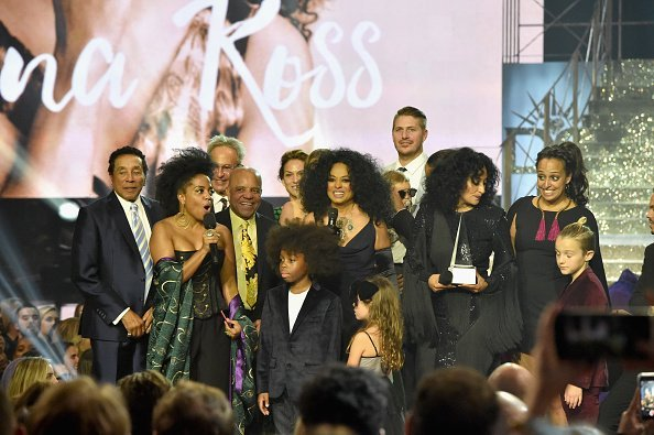 Berry Gordy, Diana Ross, Robert Ellis Silberstein and their children at the 2017 American Music Awards in California. | Photo: Getty Images