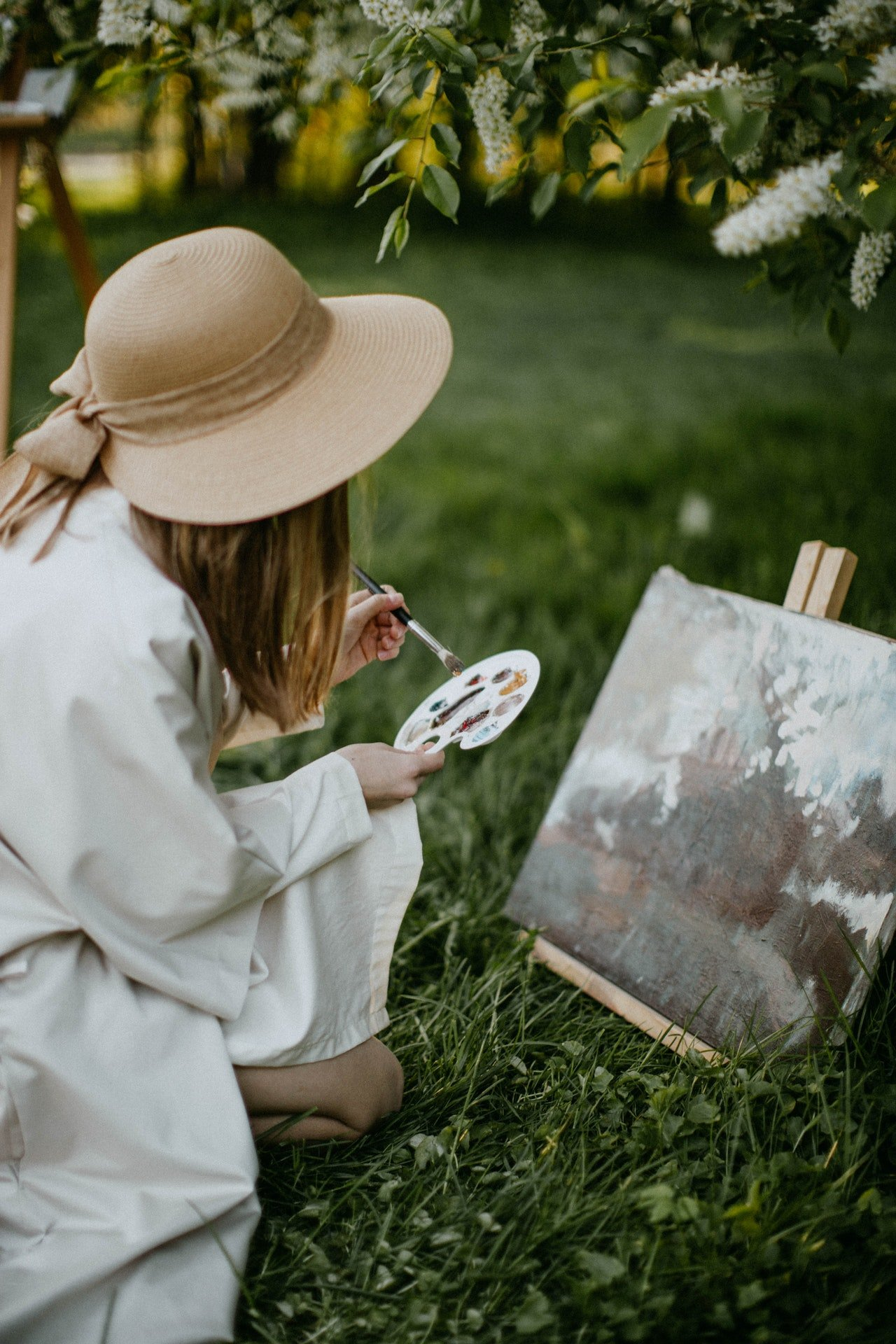 Photo of an artist painting | Photo: Pexels