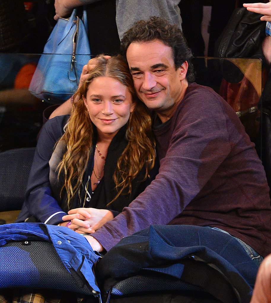 Mary-Kate Olsen and Olivier Sarkozy at the Dallas Mavericks vs New York Knicks game on November 9, 2012, in New York City | Photo: James Devaney/WireImage/Getty Images