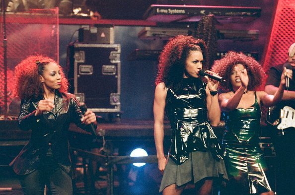 Terry Ellis, Cindy Herron, and Maxine Jones of En Vogue perform on stage | Photo: Getty Images