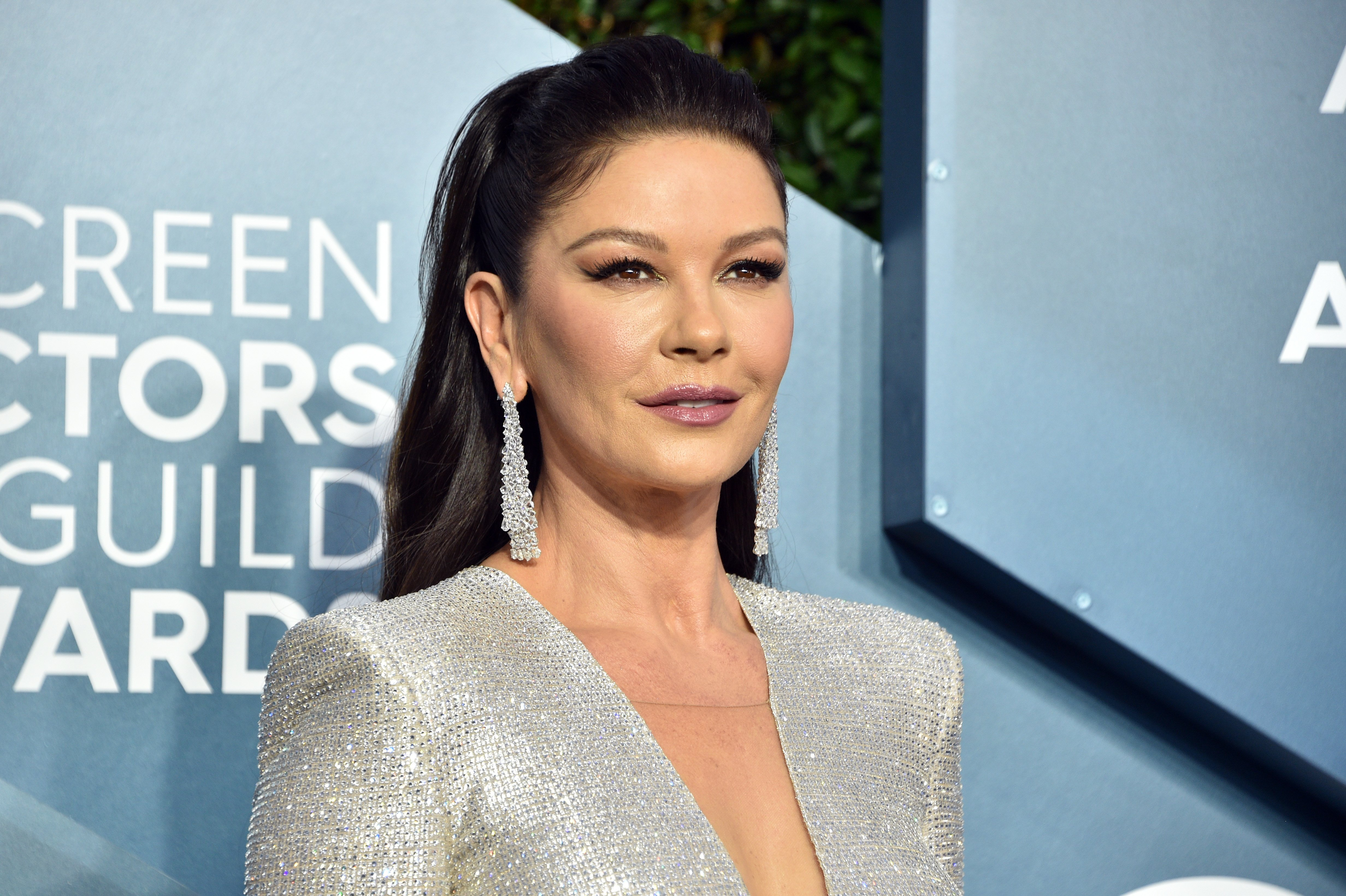 Catherine Zeta-Jones attends the 26th Annual Screen ActorsGuild Awards at The Shrine Auditorium on January 19, 2020 in Los Angeles, California   Photo: Getty Images