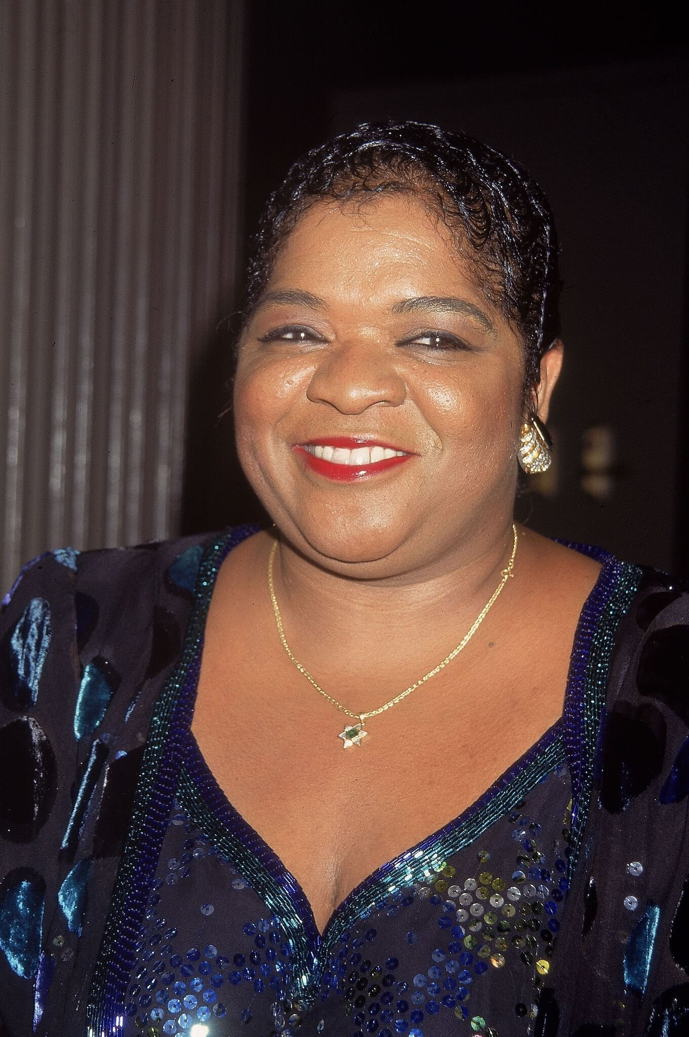 American singer and actor Nell Carter smiles at her opening at Rainbows and Stars August 1, 1995 at Rockefeller Center | Getty Images / Global Images Ukraine