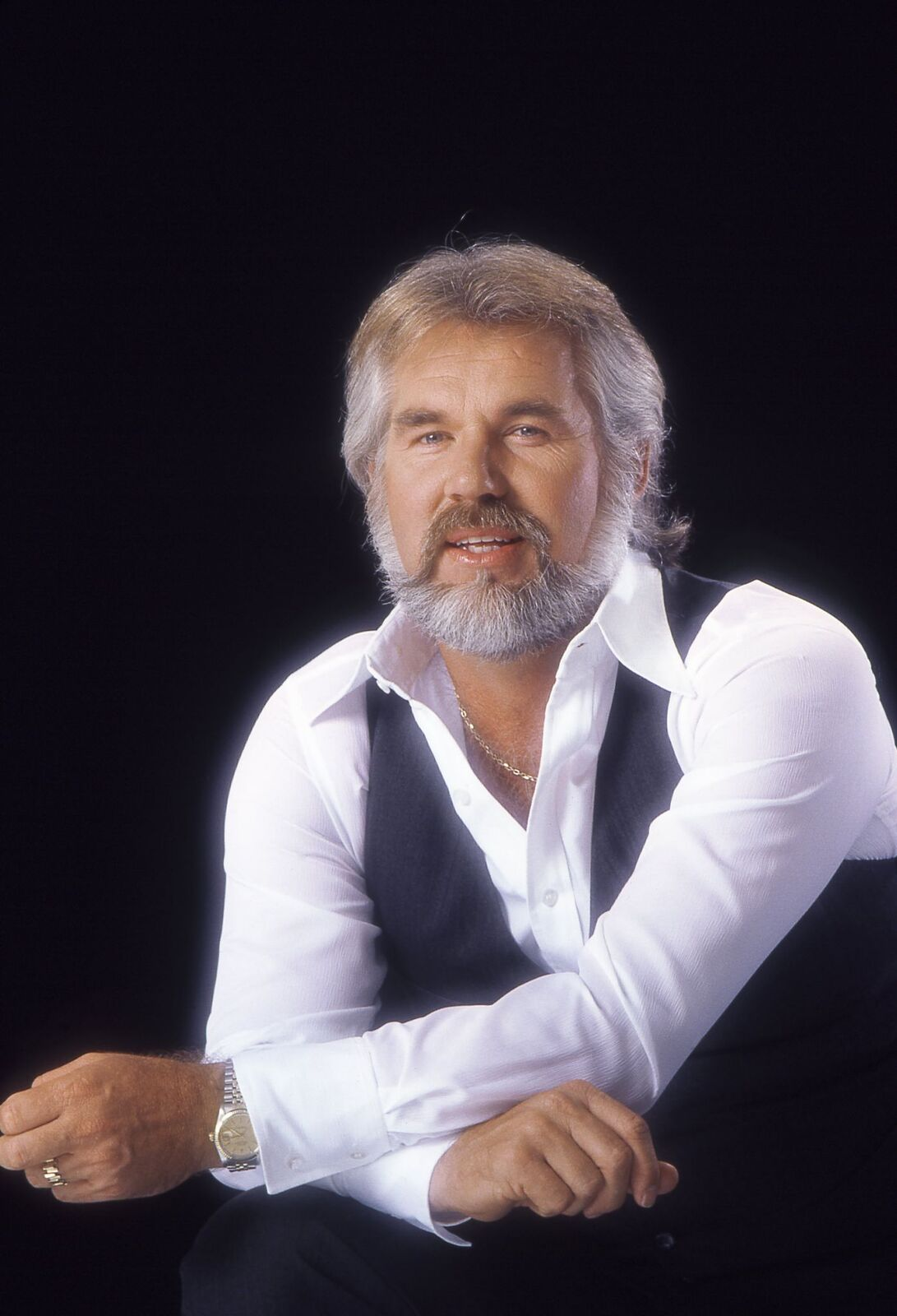 Singer Kenny Rogers poses for a portrait in 1979 in Los Angeles, California. | Source: Getty Images