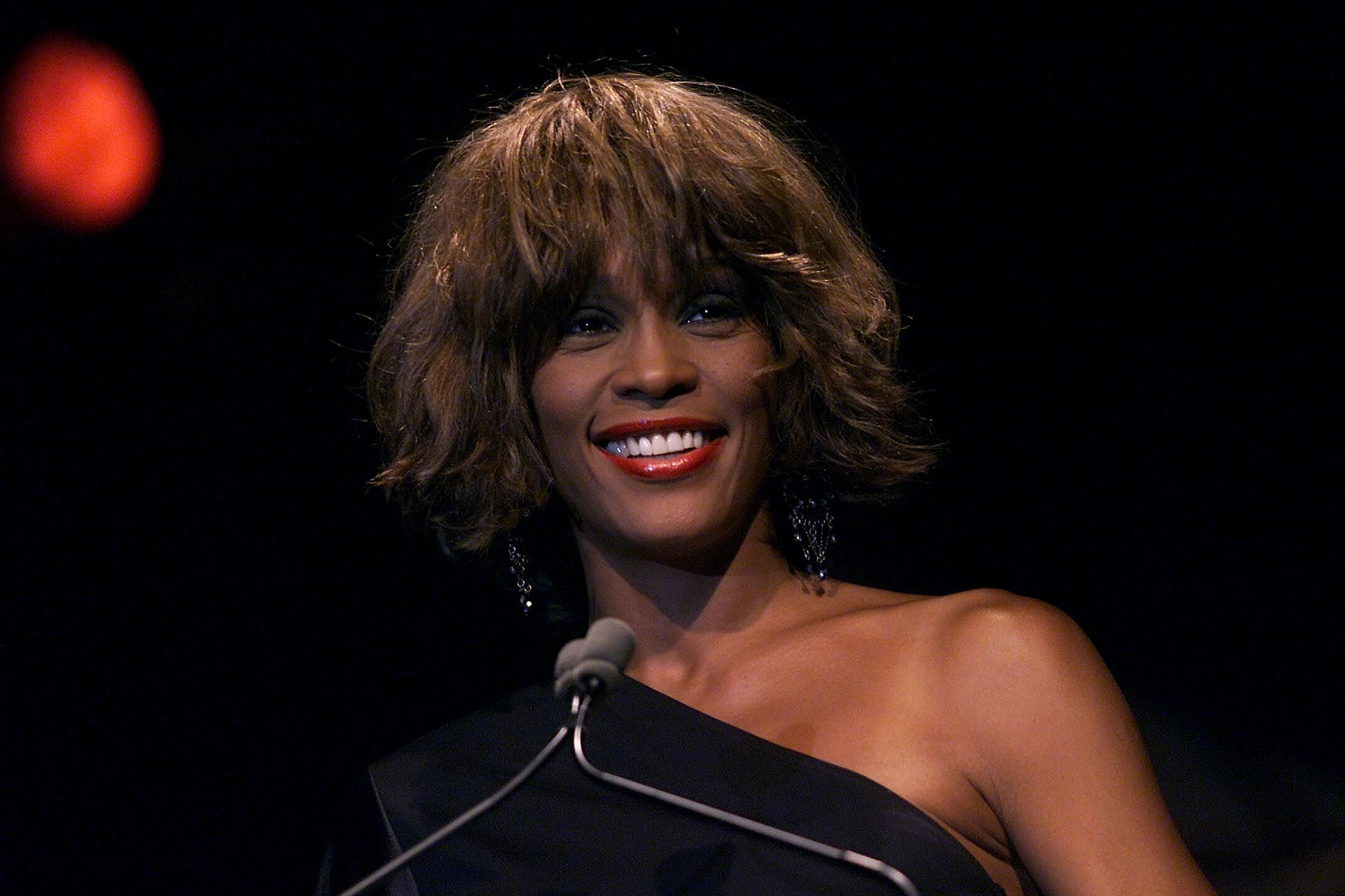 Whitney Houston at the Songwriters Hall of Fame 32nd Annual Awards in New York in 2001 | Source: Getty Images