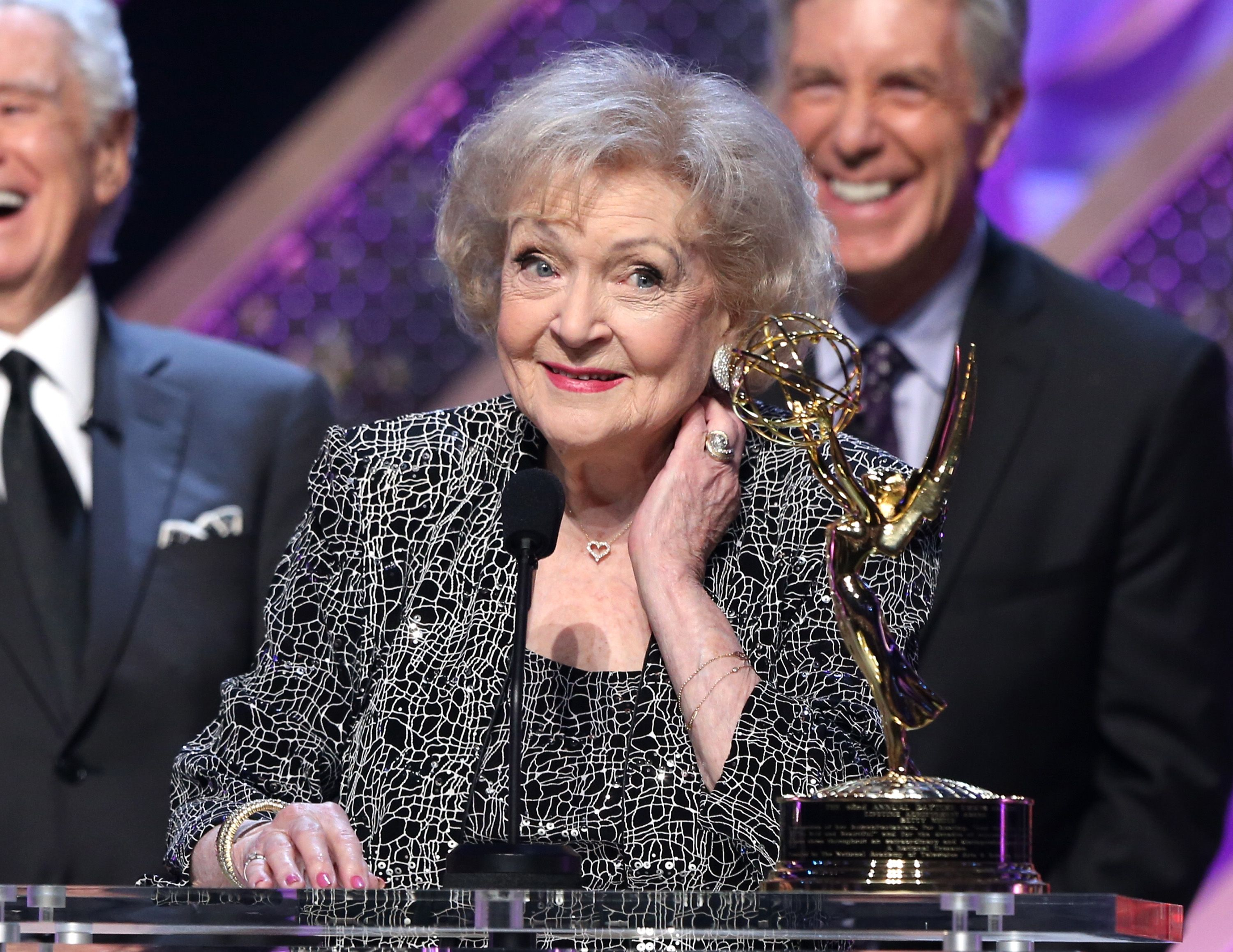 Betty White accepts Daytime Emmy Lifetime Achievement Award onstage at Warner Bros. Studios on April 26, 2015 | Photo: Getty Images