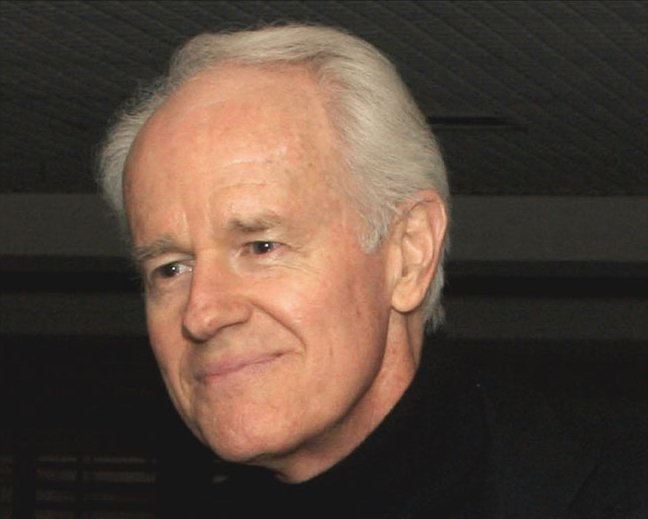 Mike Farrell, 2008. | Source: Wikimedia Commons