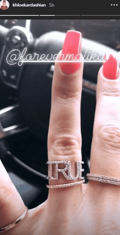 Khloe Kardashian's finger showing off a ring with her daughter's name, True inscribed on it | Photo: Instagram/khloekardashian