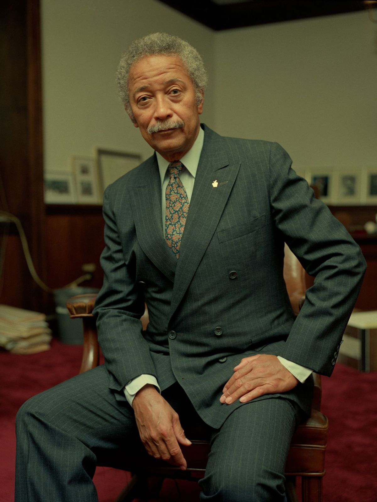 David N. Dinkins poses for a portrait in his office in November 1986 in New York City, New York | Photo: Karjean Levine/Getty Images