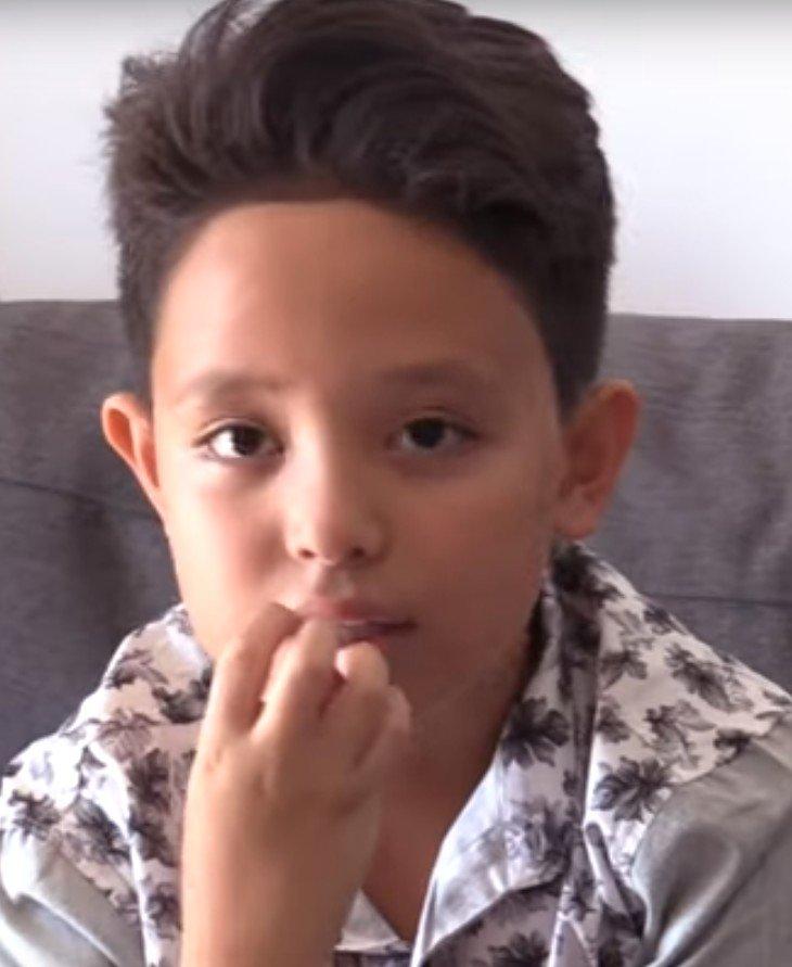Natihei chez lui à Tahiti. l Source : YouTube/ Tahiti Nui Télévision