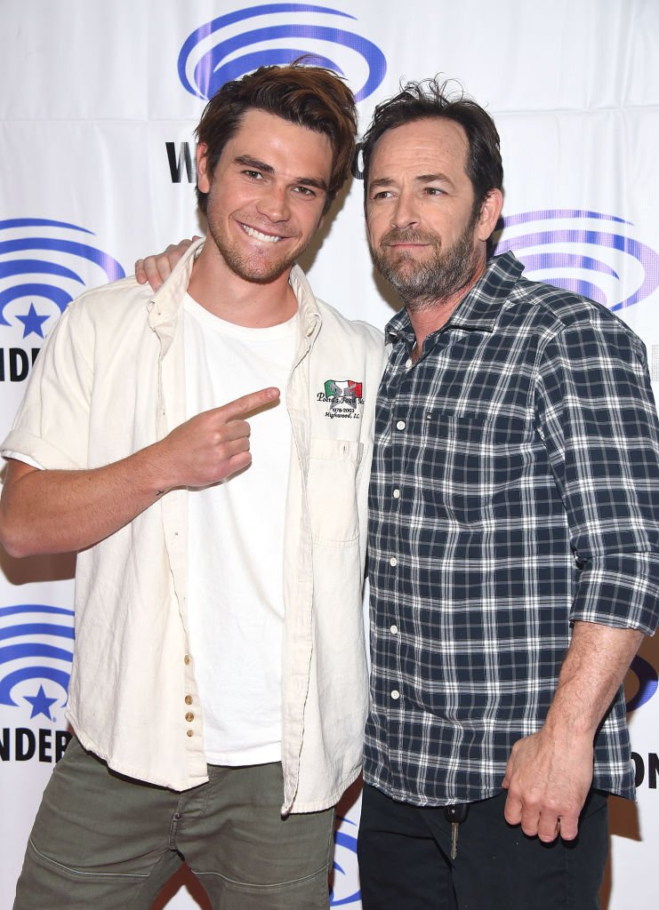 ". Apa and Luke Perry attend the ""Riverdale"" panel at WonderCon 2017 - Day 1 at Anaheim Convention Center on March 31, 2017 