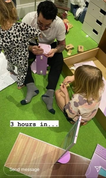 A picture of Emma Willis and her husband Matt building a doll house for their kids. | Photo: Instagram/Emmawillisofficial