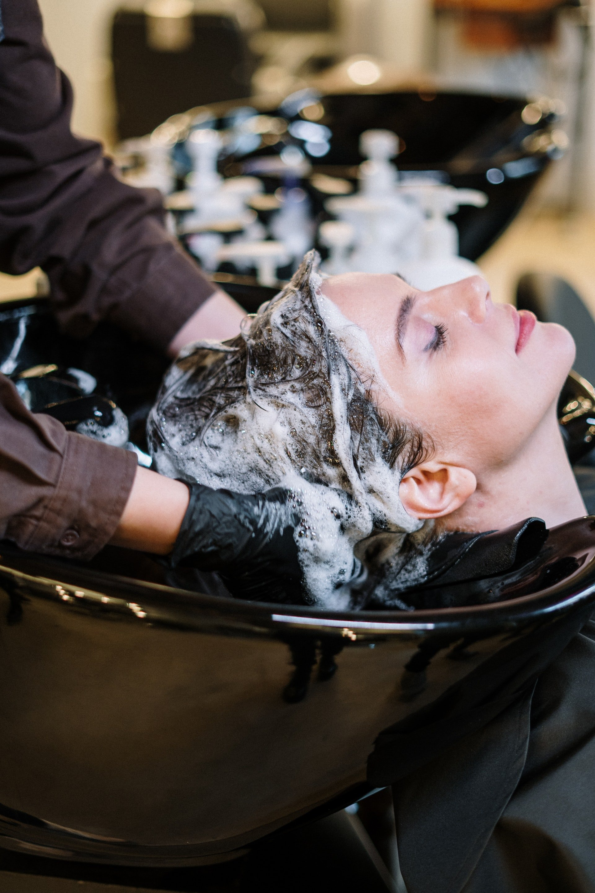 Photo of a woman getting her hair washed | Photo: Pexels