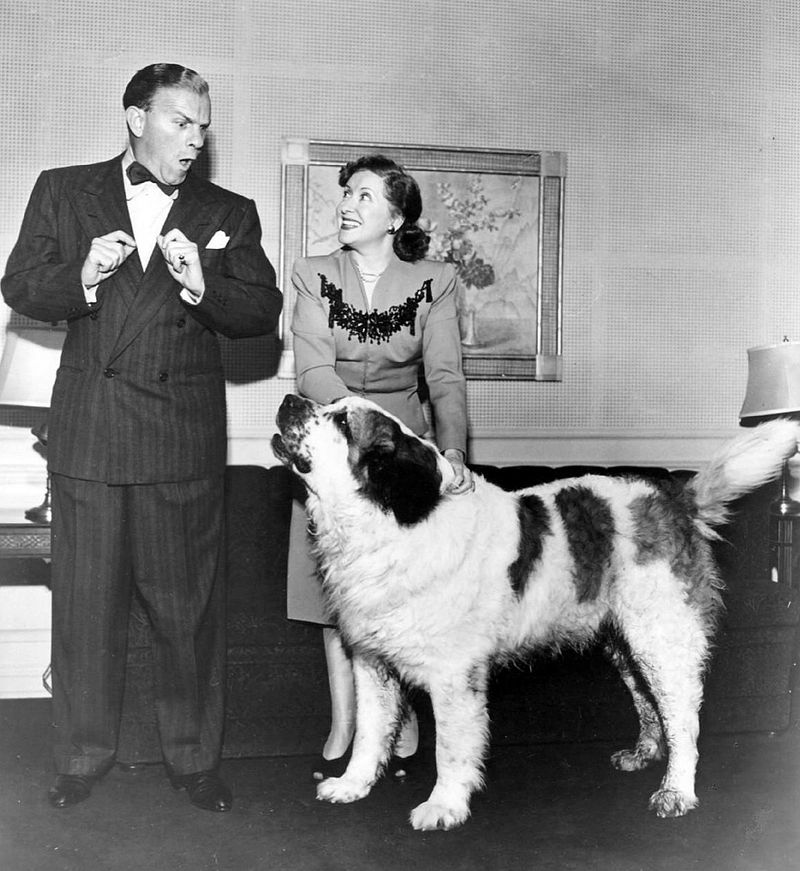 George Burns and Gracie Allen from their radio show. | Source: Wikimedia Commons