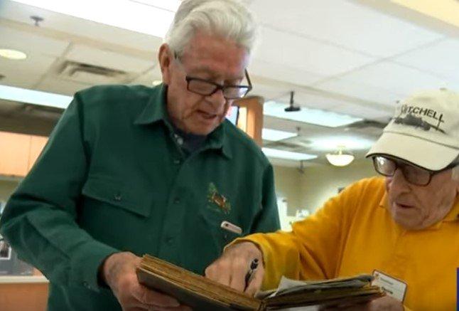 Bartholomew Ficeto with a man at the store | Photo; YouTube / Eyewitness News ABC7NY