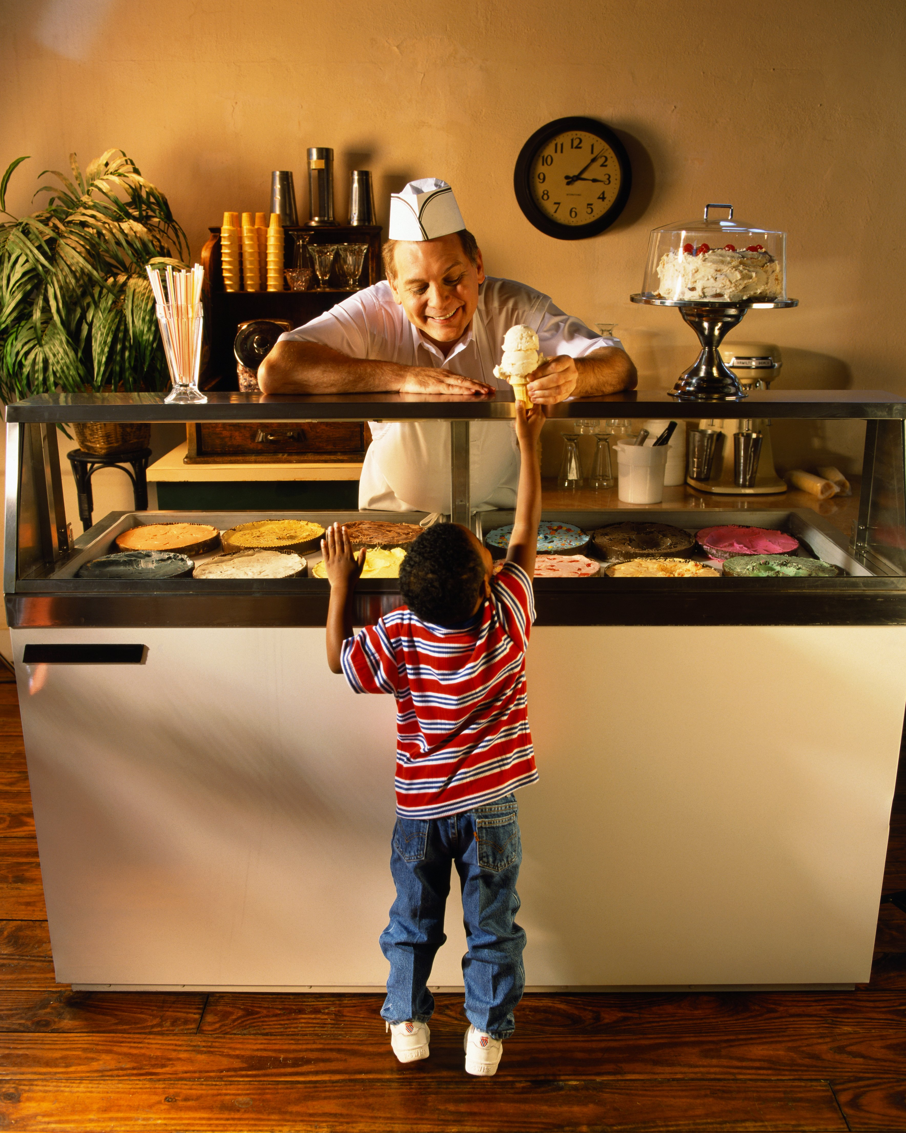 Photo of a child buying ice cream at an ice cream parlor   Photo: Getty Images