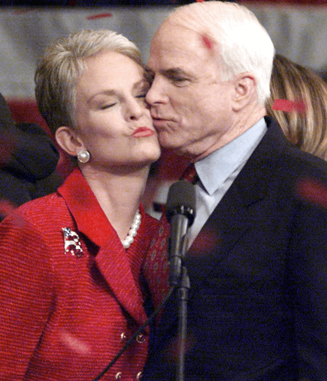 John McCain kisses his wife Cindy during a victory celebration. | Source: Getty Images