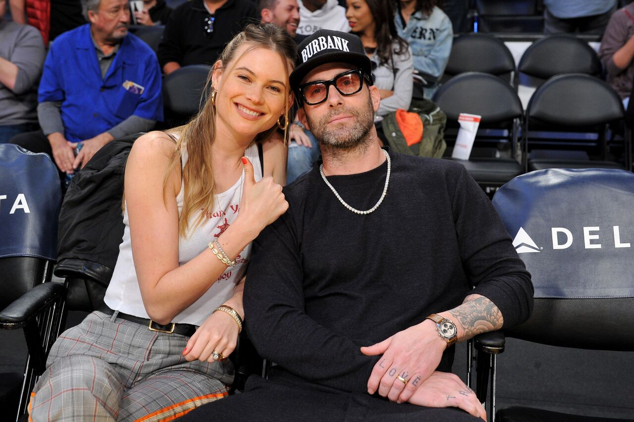 Behati Prinsloo and Adam Levine attend a basketball game between the Los Angeles Lakers and the Phoenix Suns. | Source: Getty Images