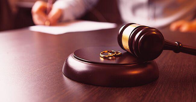 Daily Joke: A Salesman Seeks a Divorce from His Wife