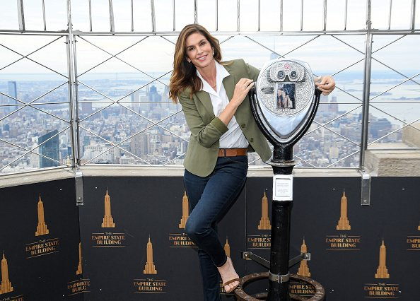 Cindy Crawford at the Empire State Building on March 03, 2020 in New York City. | Photo: Getty Images