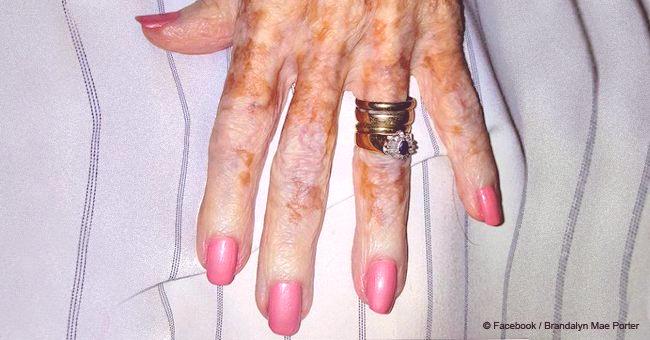 L'infirmière vernit les ongles de la vieille femme et, voyant ce que les autres ne voient pas, décide de prendre une photo