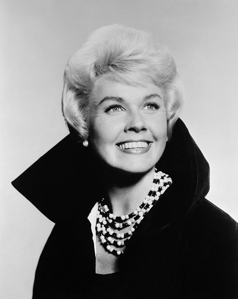 A monochrome portrait of Doris Day on 01 March, 1960 | Photo: Getty Images