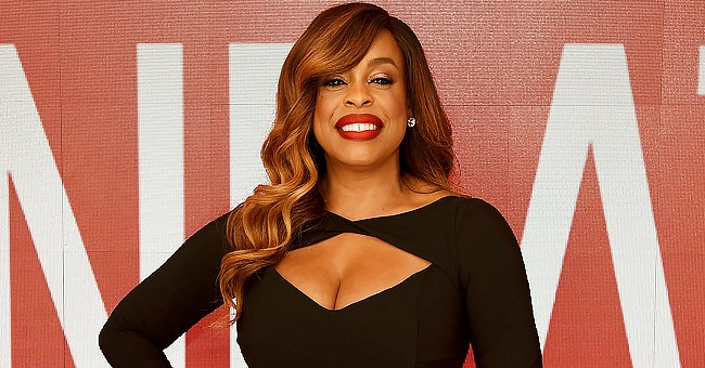Niecy Nash Looks Beautiful as She Dons a Sparkling Emerald Dress with a Deep Neckline (Photo)