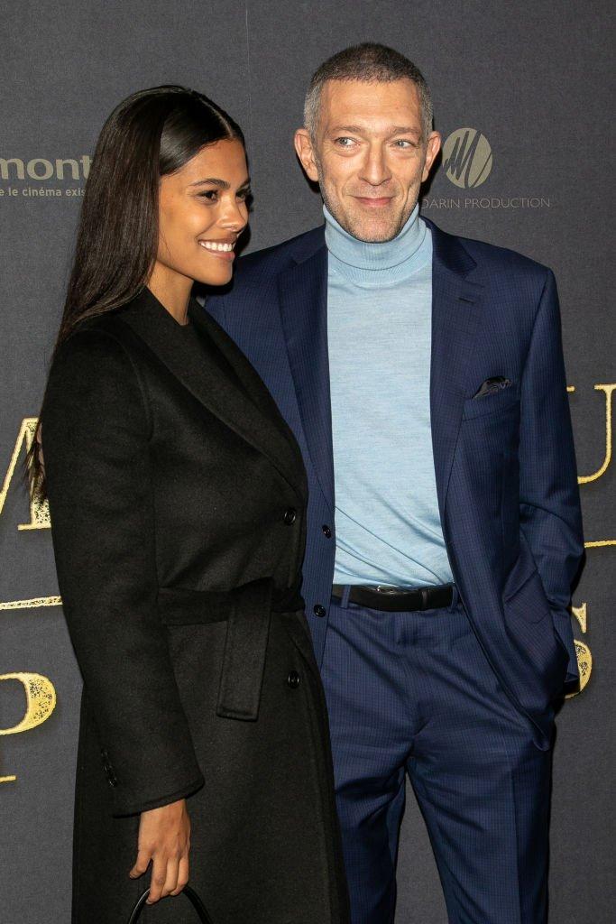 Vincent Cassel et Tina Kunakey ensemble à une première. l Source : Getty Images
