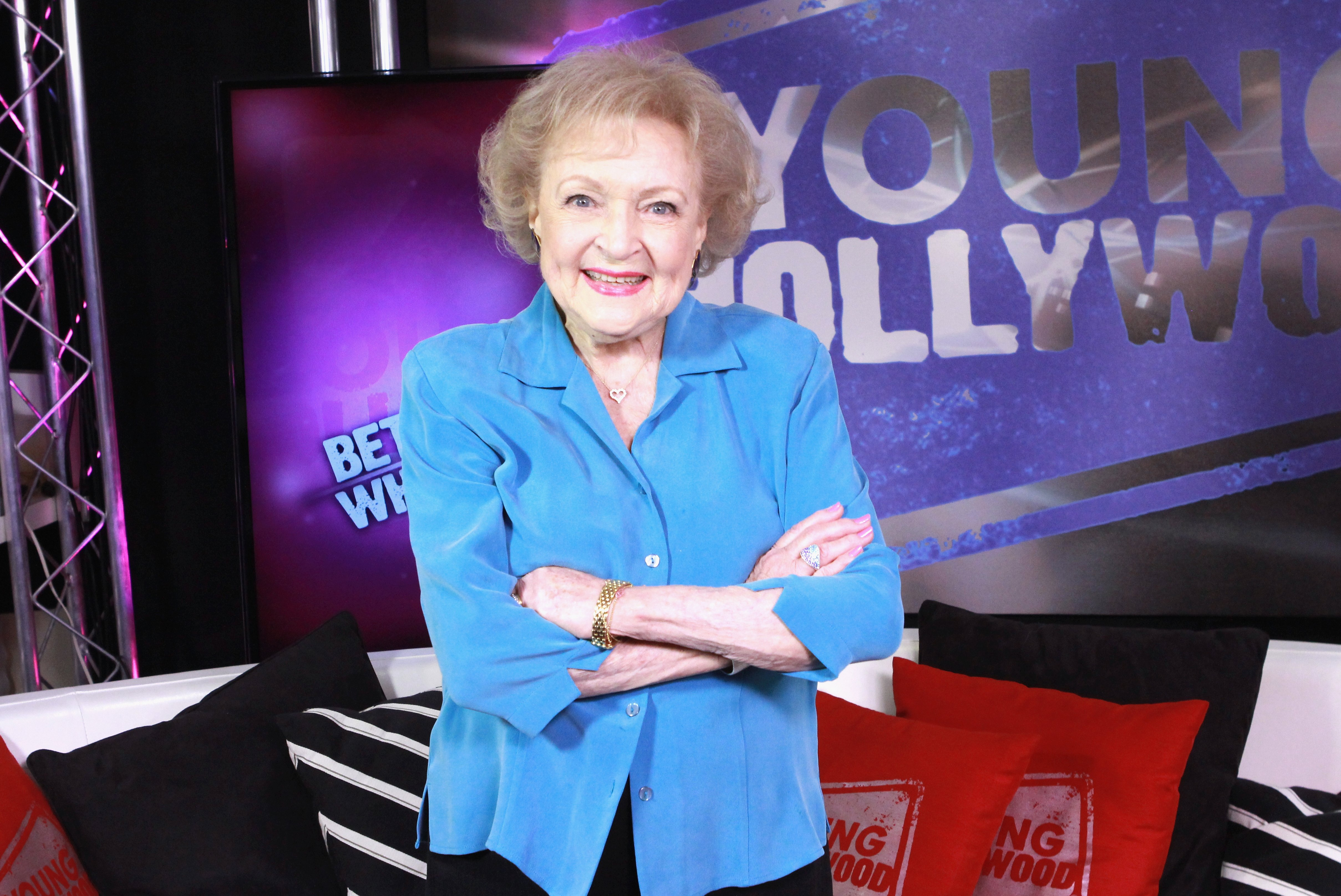 Betty White visits the Young Hollywood Studio on November 17, 2013 | Photo: GettyImages