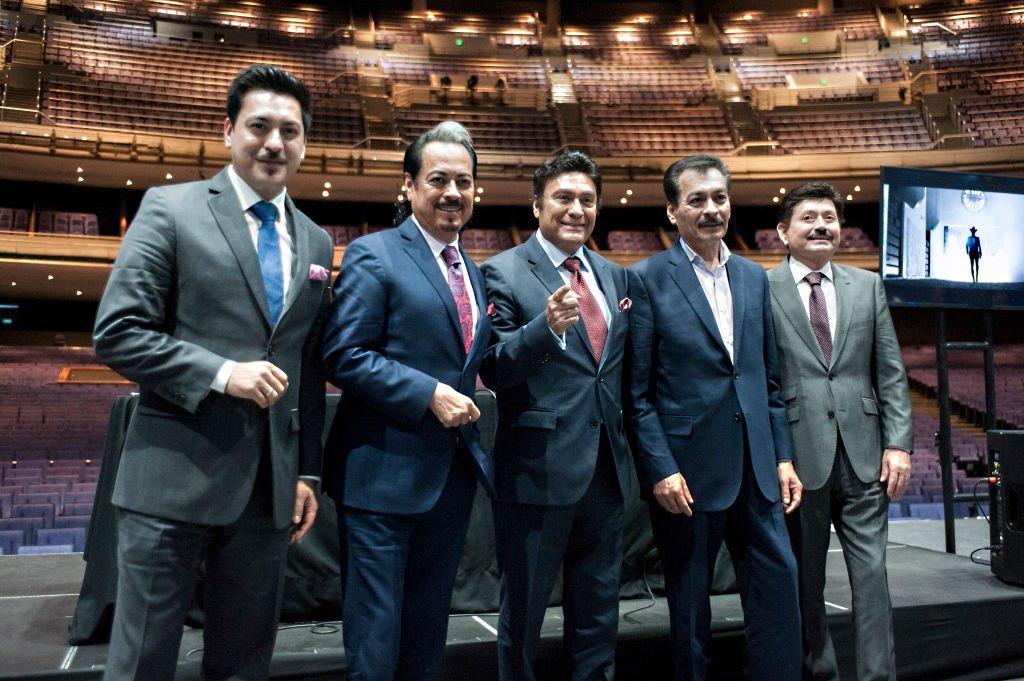 Luis Hernández, Hernán Hernández, Jorge Hernández, Eduardo Hernández y Óscar Lara posan para una foto durante una conferencia de prensa en México.| Fuente: Getty Images
