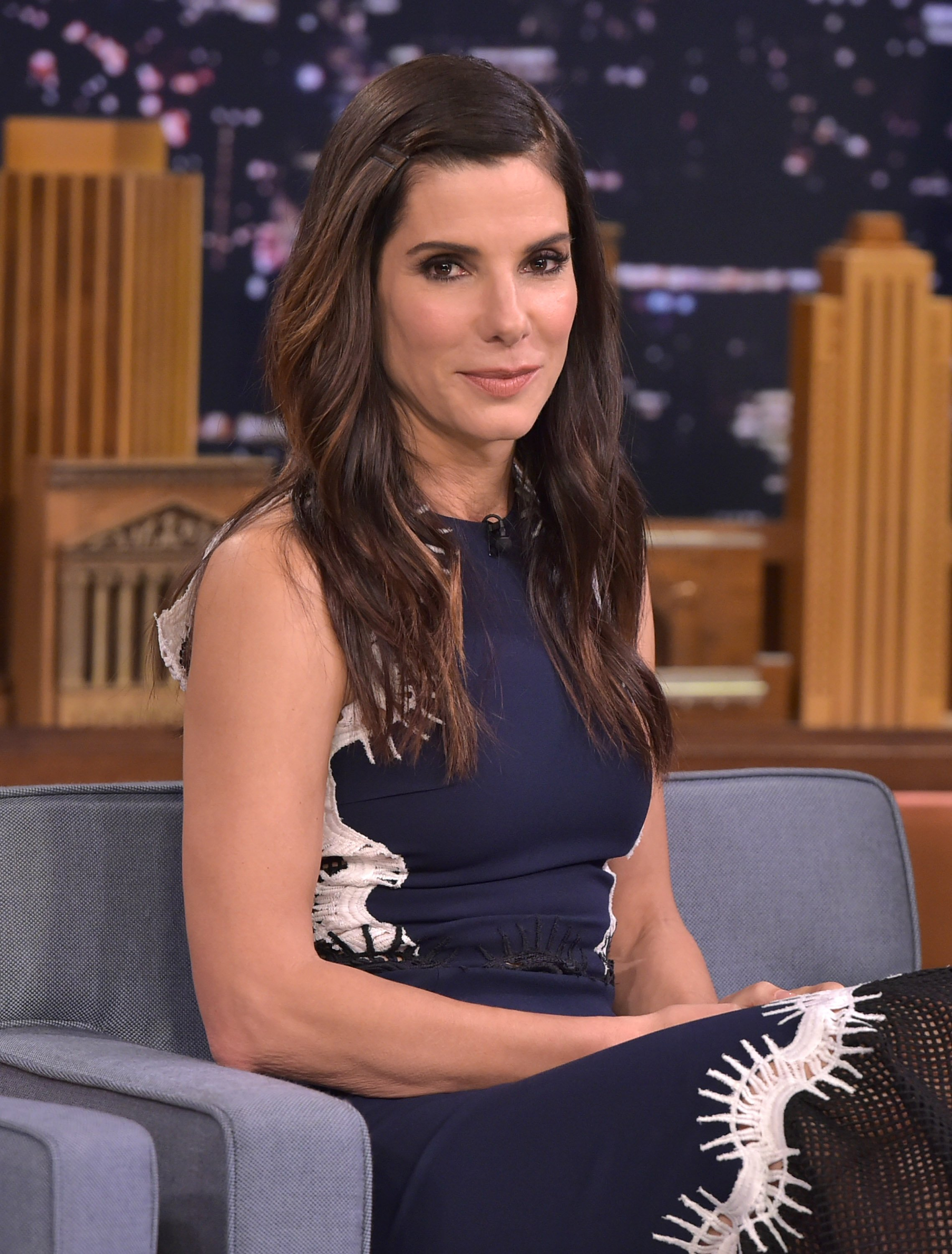 "Sandra Bullock visite ""The Tonight Show Starring Jimmy Fallon"" au Rockefeller Center le 28 octobre 2015 à New York. 