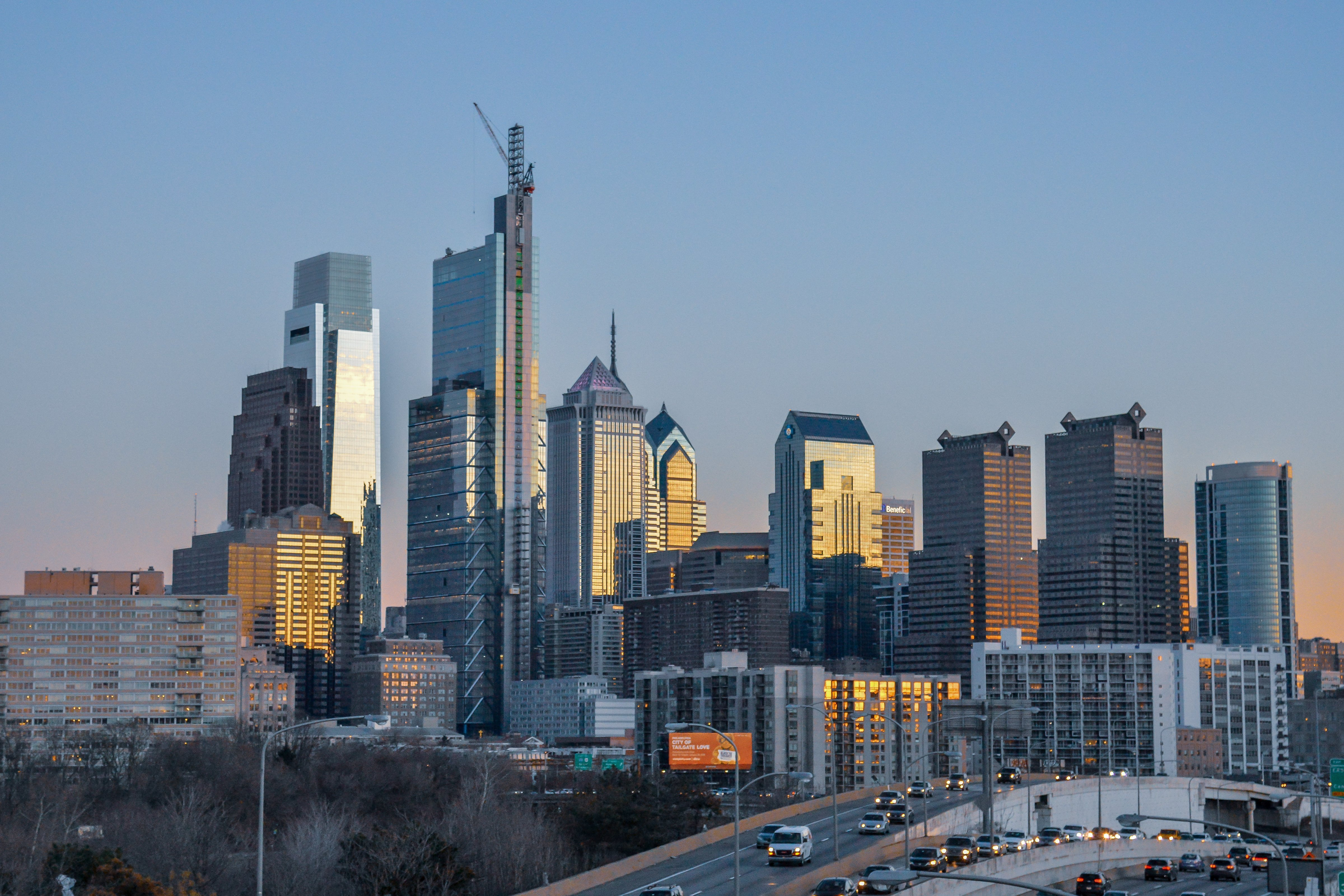 The large Philadelphia skyline right at sunset by Drexel University|Photo: Getty Images