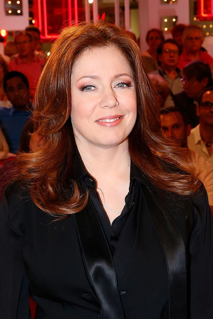 "La chanteuse Isabelle Boulay assiste à l'émission de télévision française "" Vivement Dimanche "" au Pavillon Gabriel le 28 mai 2014 à Paris, France. 