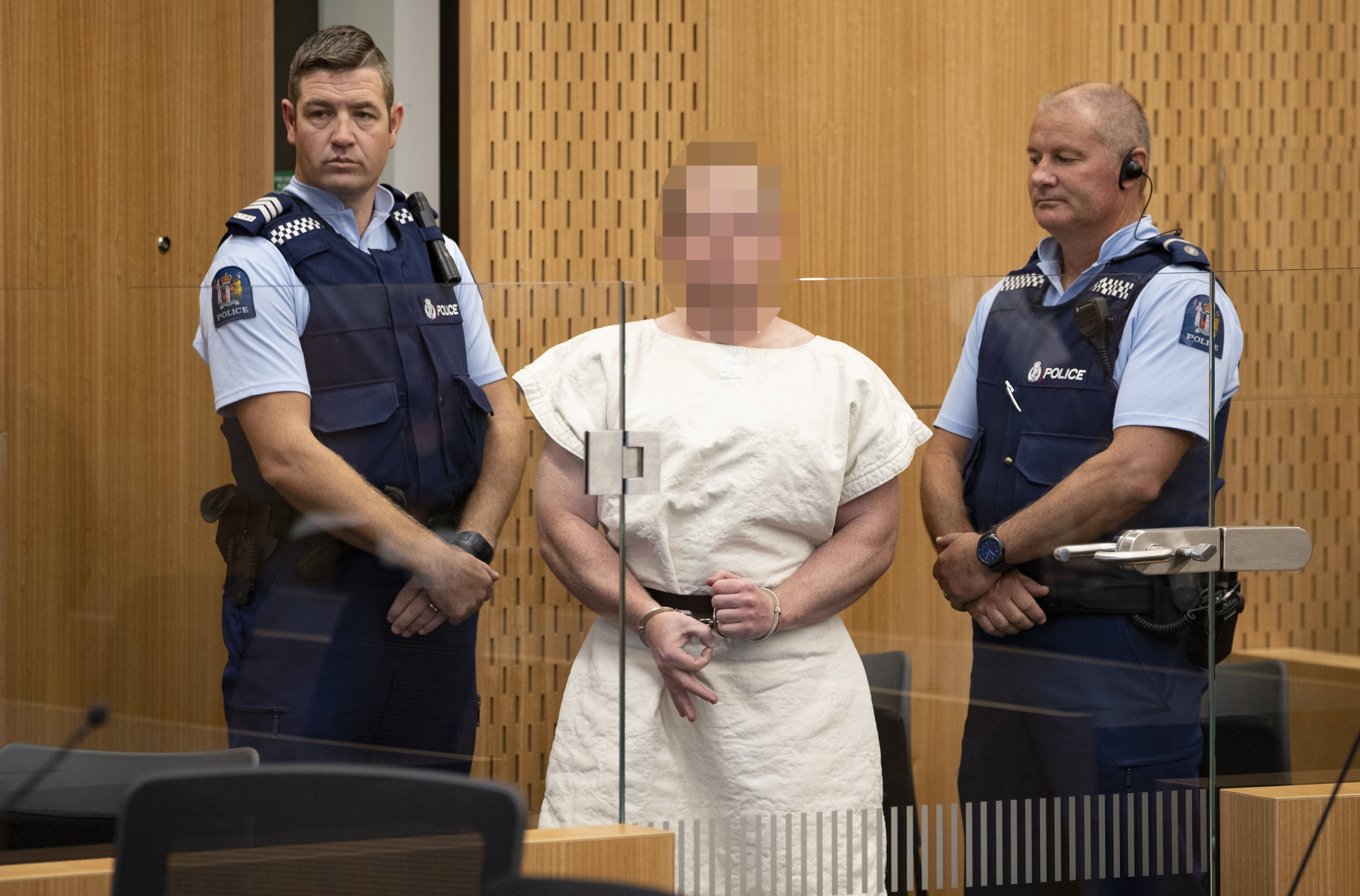 Brenton Tarrant doing the 'white power' symbol at the Christchurch District Court | Photo: Getty Images