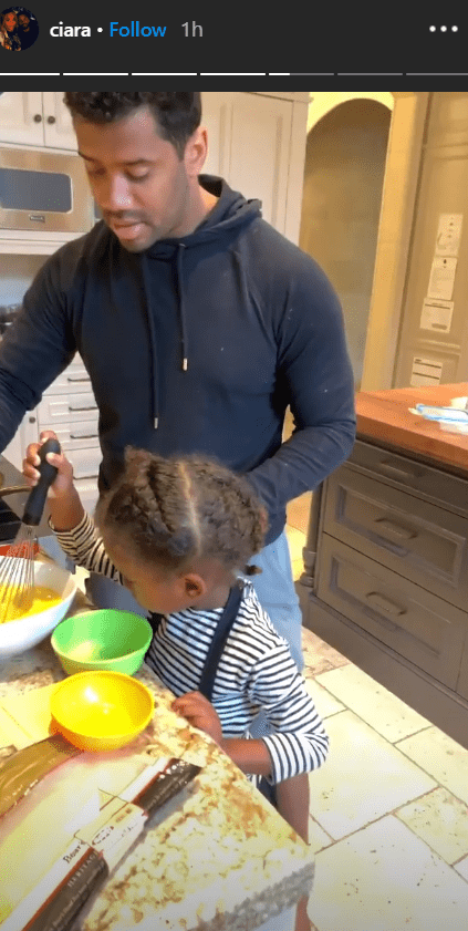 Russell Wilson and young Future cooking and bonding in the kitchen | Photo: Instagram/Ciara