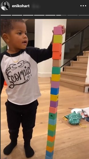 Kevin Hart's two-year-old son, Kenzo playing with bricks   Photo: Instagram/enikohart