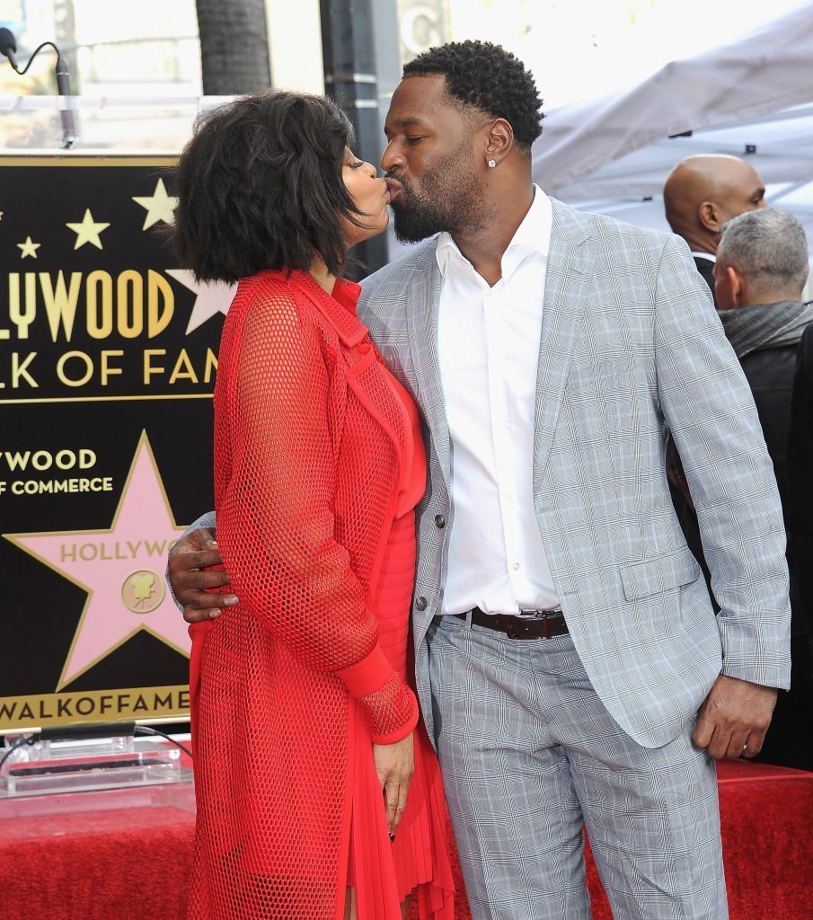 Tarji P. Henson and her fiancé Kelvin Hayden lock lips during the ceremony honoring the actress' star on The Hollywook Walk of Fame in January 2019. | Photo: Getty Images