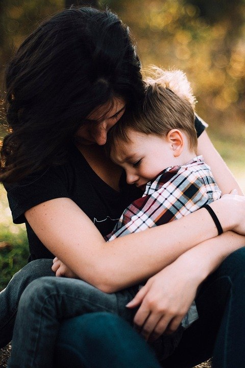 A mother cradling her son. | Photo: pixabay.com