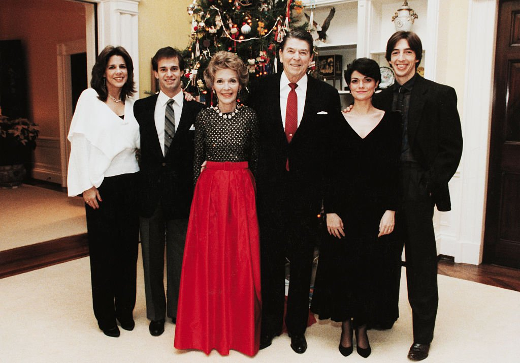 L-R: Daughter Patti Davis, Paul Grilley, First Lady Nancy Reagan, President Ronald Reagan, daughter-in-law Doria, and son Ron, 1983.   Source: Getty Images