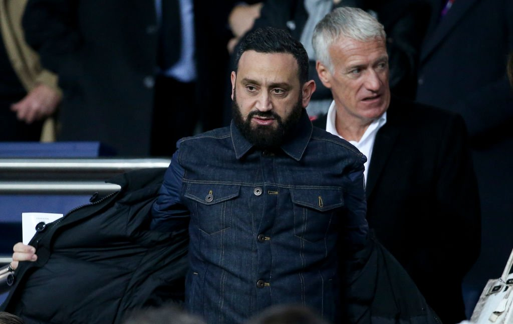 Cyril Hanouna, Didier Deschamps assiste au match de huitième de finale de la Ligue des champions de l'UEFA entre Paris Saint-Germain (PSG) et Manchester United au stade du Parc des Princes le 6 mars 2019 à Paris, France. | Photo : Getty Images