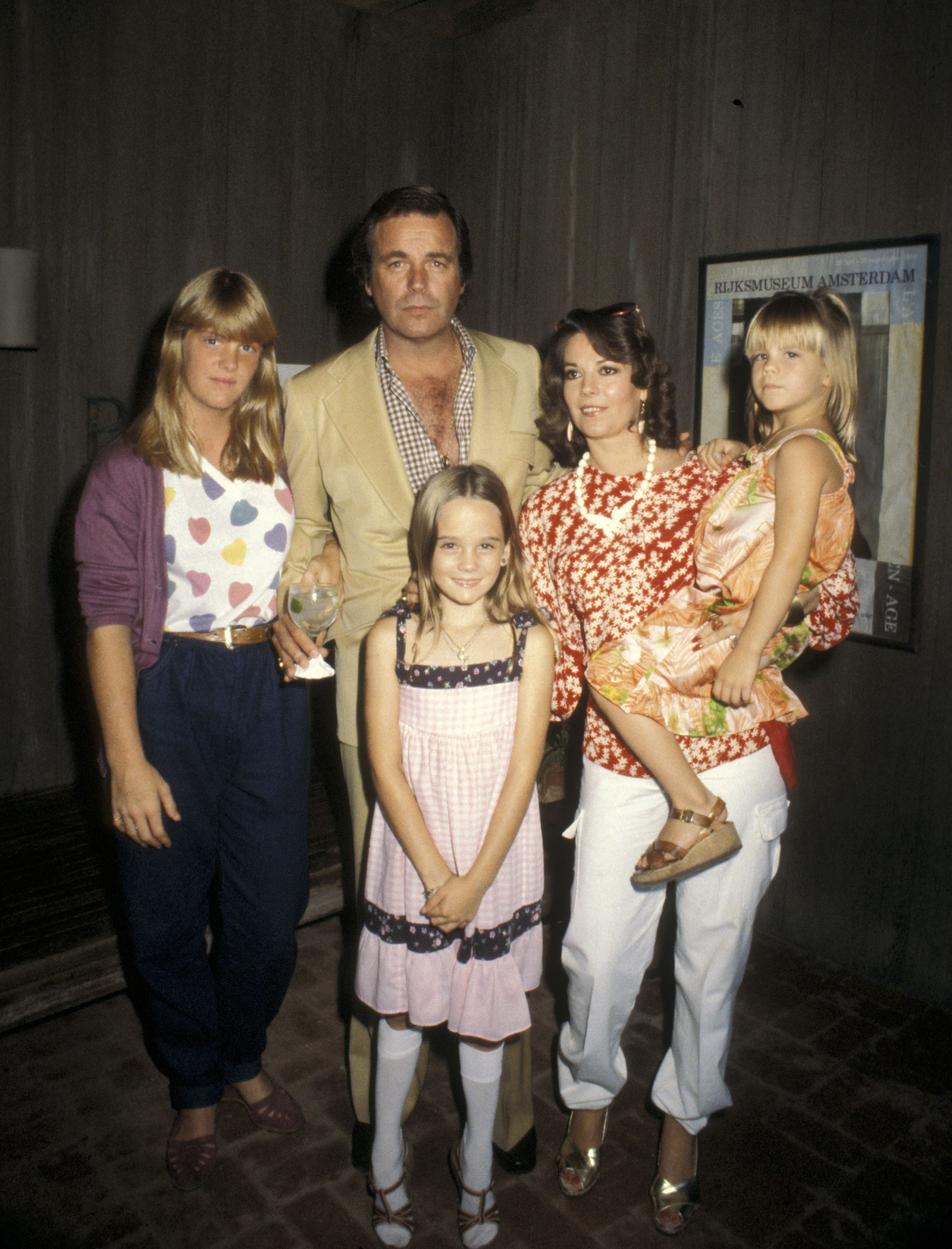 Robert Wagner, Natalie Wood, and daughters Katie Wagner, Natasha Gregson Wagner, and Courtney Wagner in 1980 | Source: Getty Images