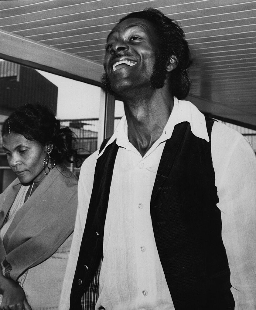 Rock 'n' roll legend, singer, songwriter and guitarist Chuck Berry at Heathrow Airport with his wife Thematta Suggs on August 01, 1972 | Photo: Getty Images