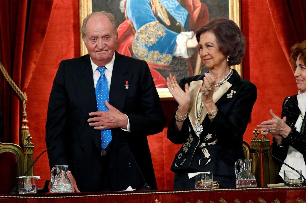 Juan Carlos I y Sofía de España en una ceremonia para celebrar su cumpleaños número 80, celebrado el 5 de enero en la Real Academia de Historia de España el 5 de marzo de 2018. | Imagen: Getty Images