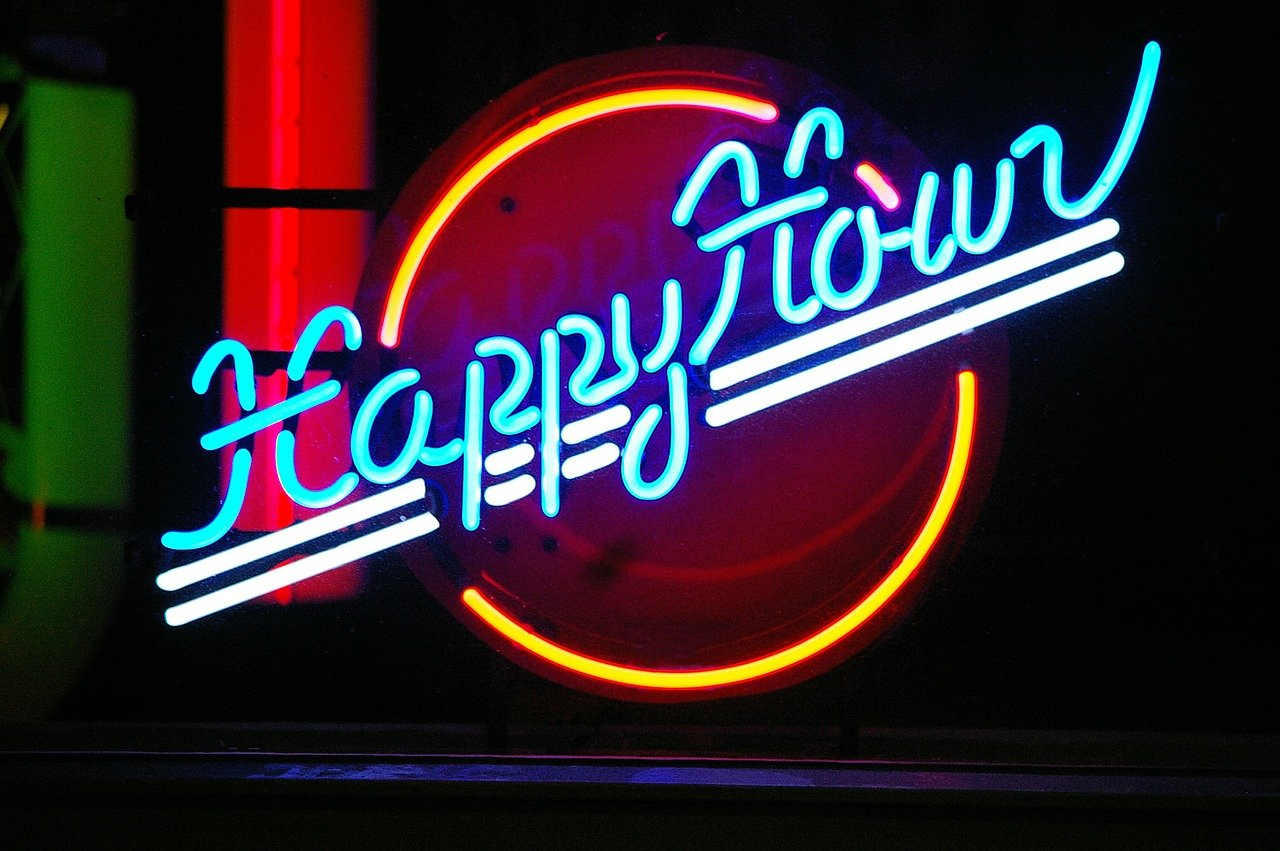 "Forget about ""happy hour"" if you live in Massachusetts. I Image: Pixabay."