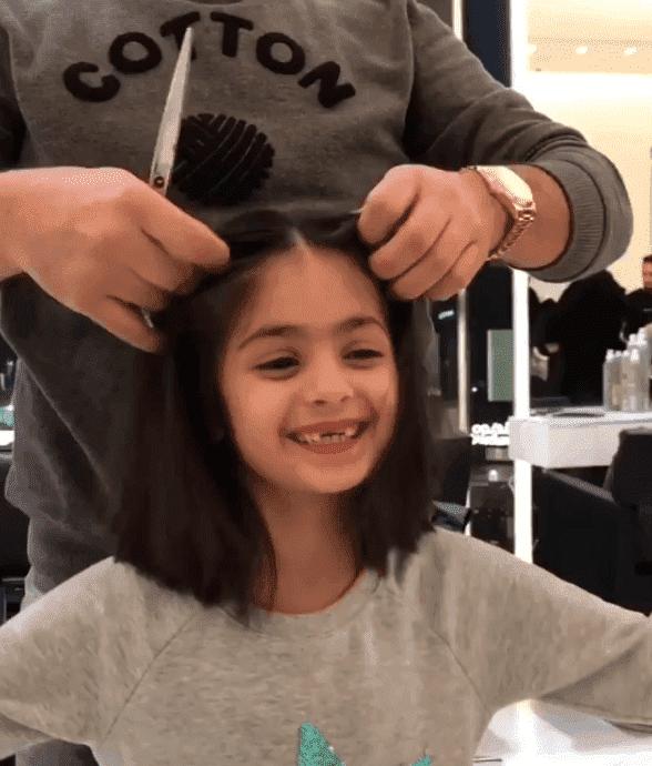 Mädchen beim Friseur - Quelle: Instagram/Yehia/Chokr