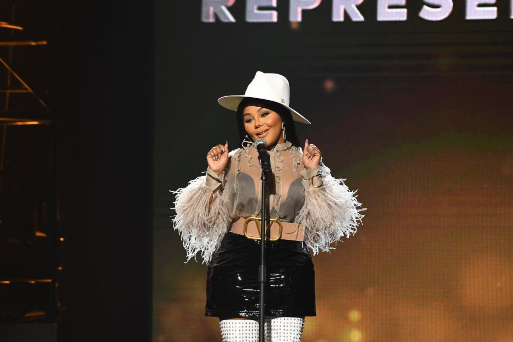 Rapper Lil Kim speaks onstage during 2019 Urban One Honors at MGM National Harbor | Photo: Getty Images