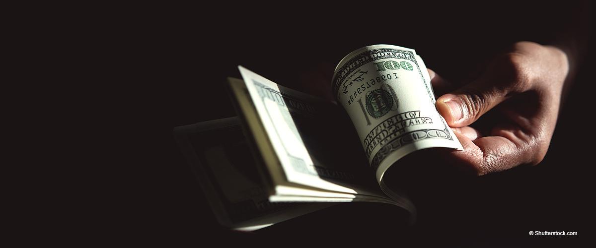 Mann gibt 500.000 $ zurück, die er gefunden hat, und alles, was er dafür wollte, war ein Job