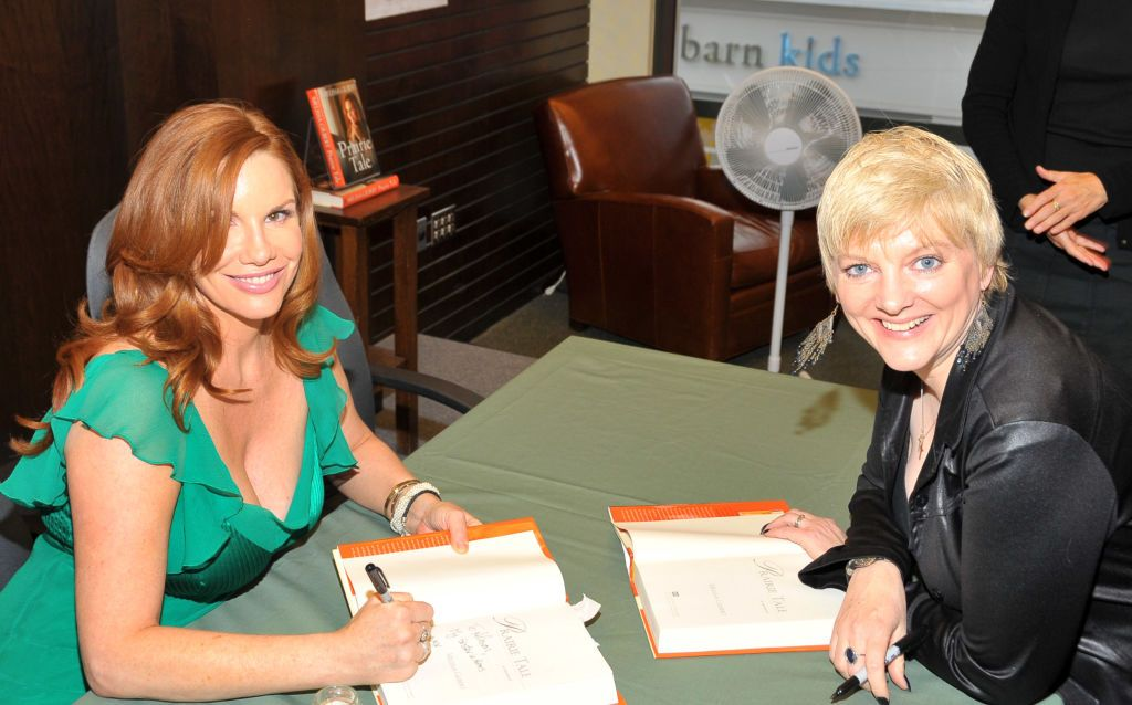 L'actrice Alison Arngrim soutient l'actrice Melissa Gilbert le 15 juin 2009 à Los Angeles, Californie. | Photo : Getty Images