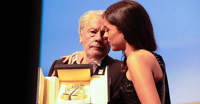 Alain Delon contrarié : l'émotion de sa fille Anouchka sur le tapis rouge