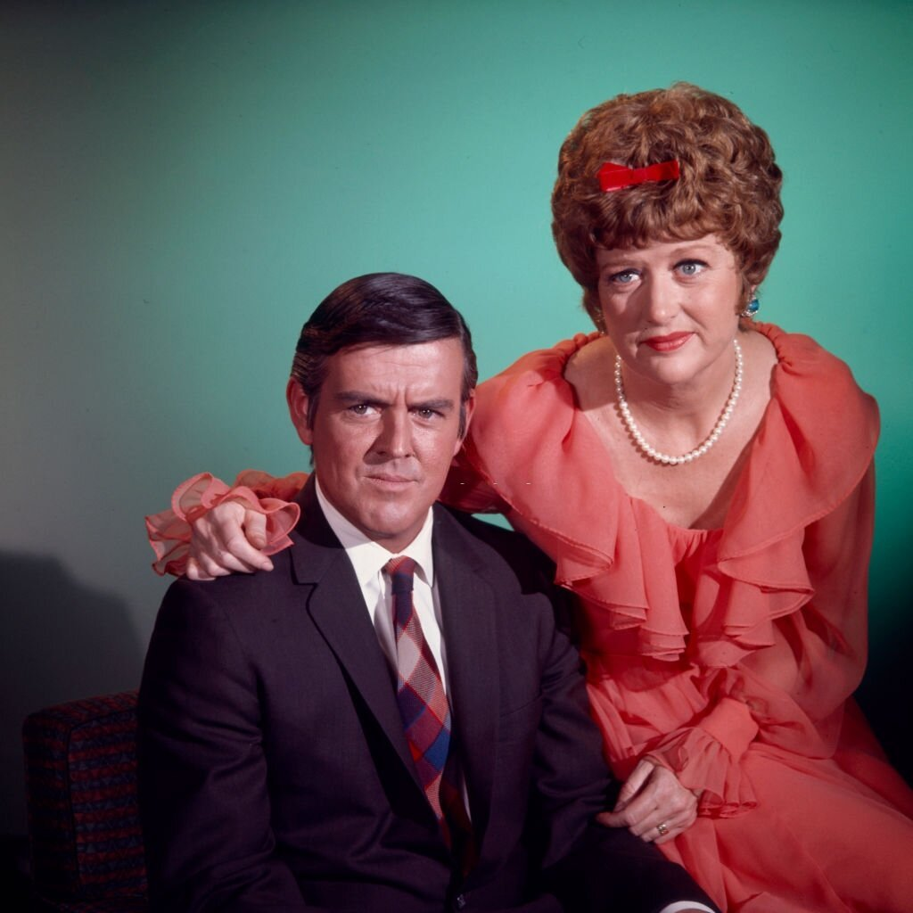 "1971 : Jack Burns, Peggy Pope, photo promotionnelle pour la télévision Walt Disney via la série télévisée ""The Neighbors"". 
